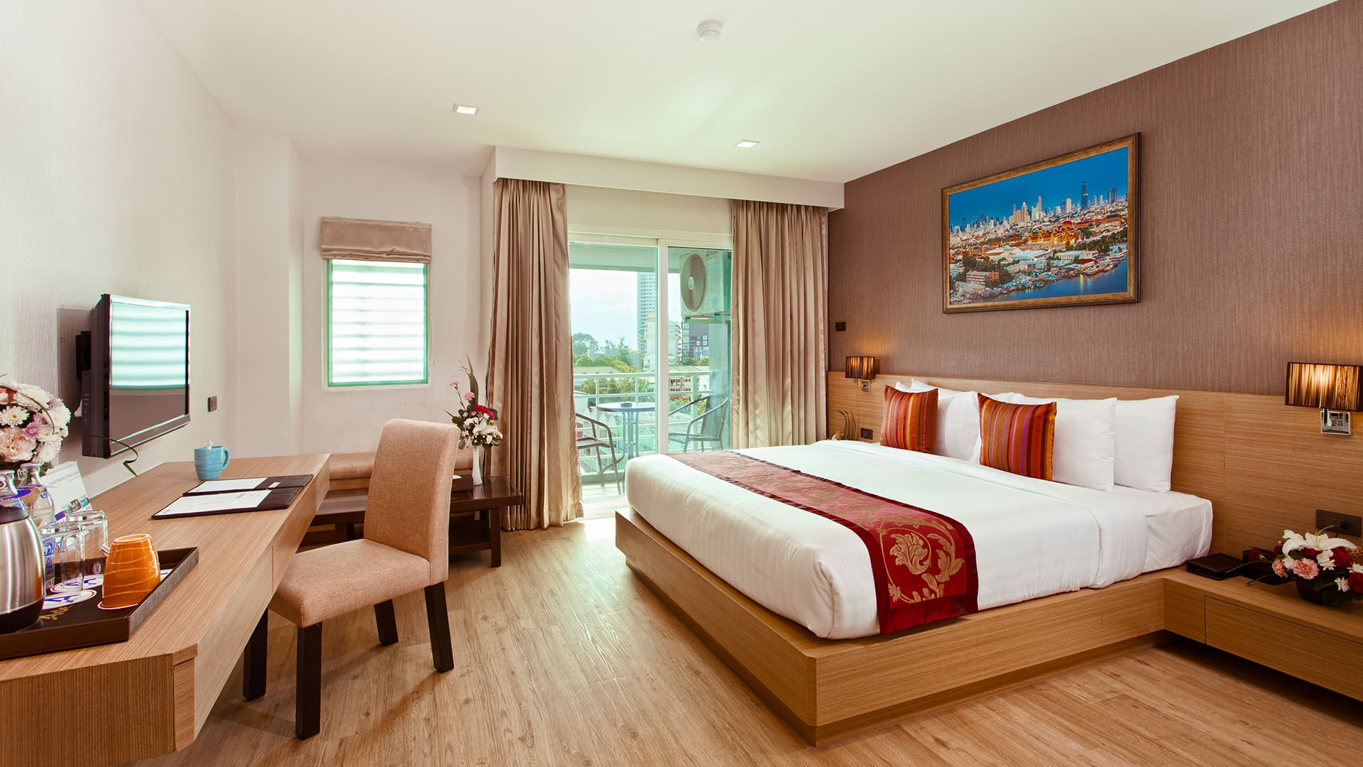 Adelphi-pattaya-deluxe-with-balcony-banner.jpg
