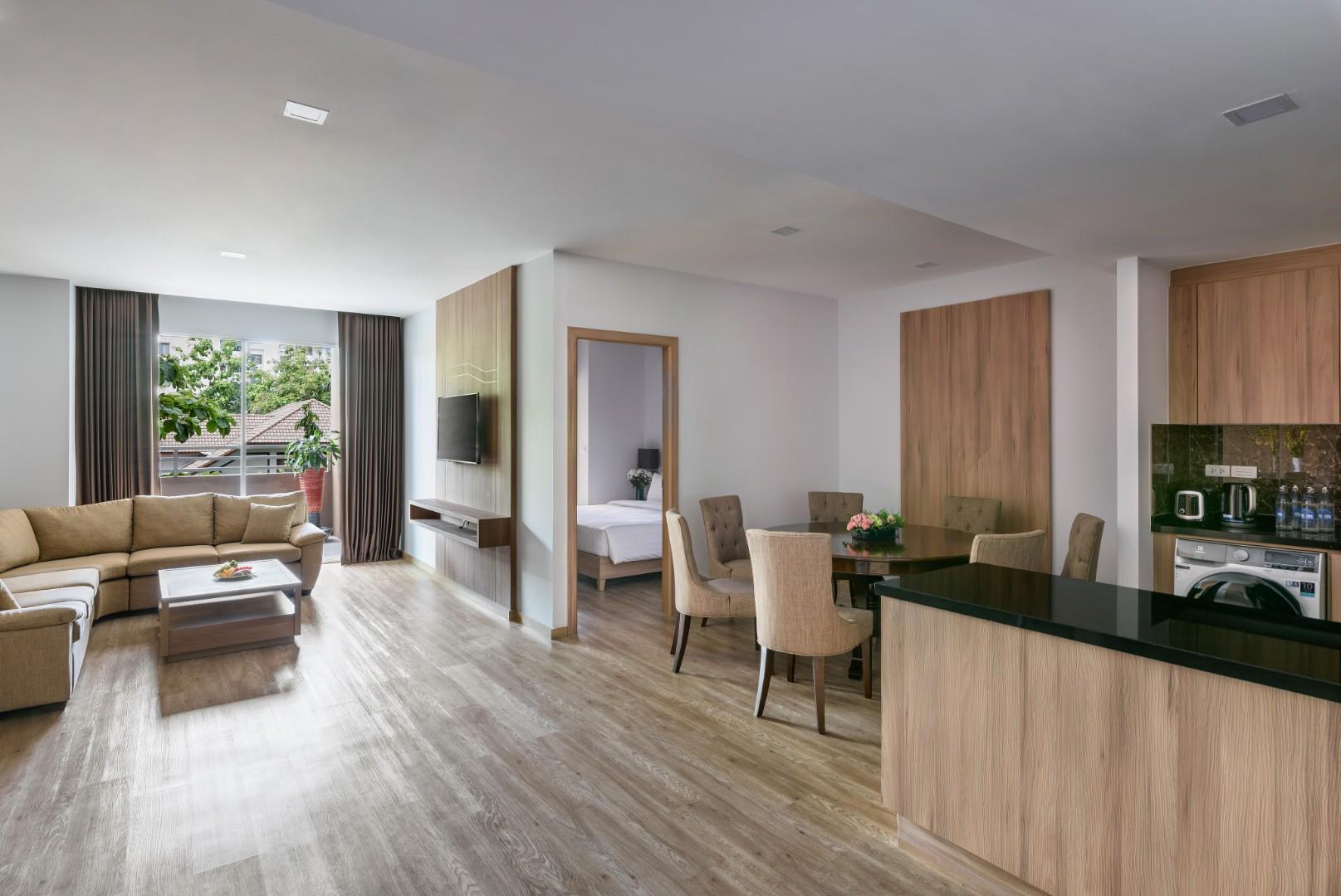 201907 Adelphi Grande Sukhumvit Hotel - Room 401 Living Area and Dining Area.jpg