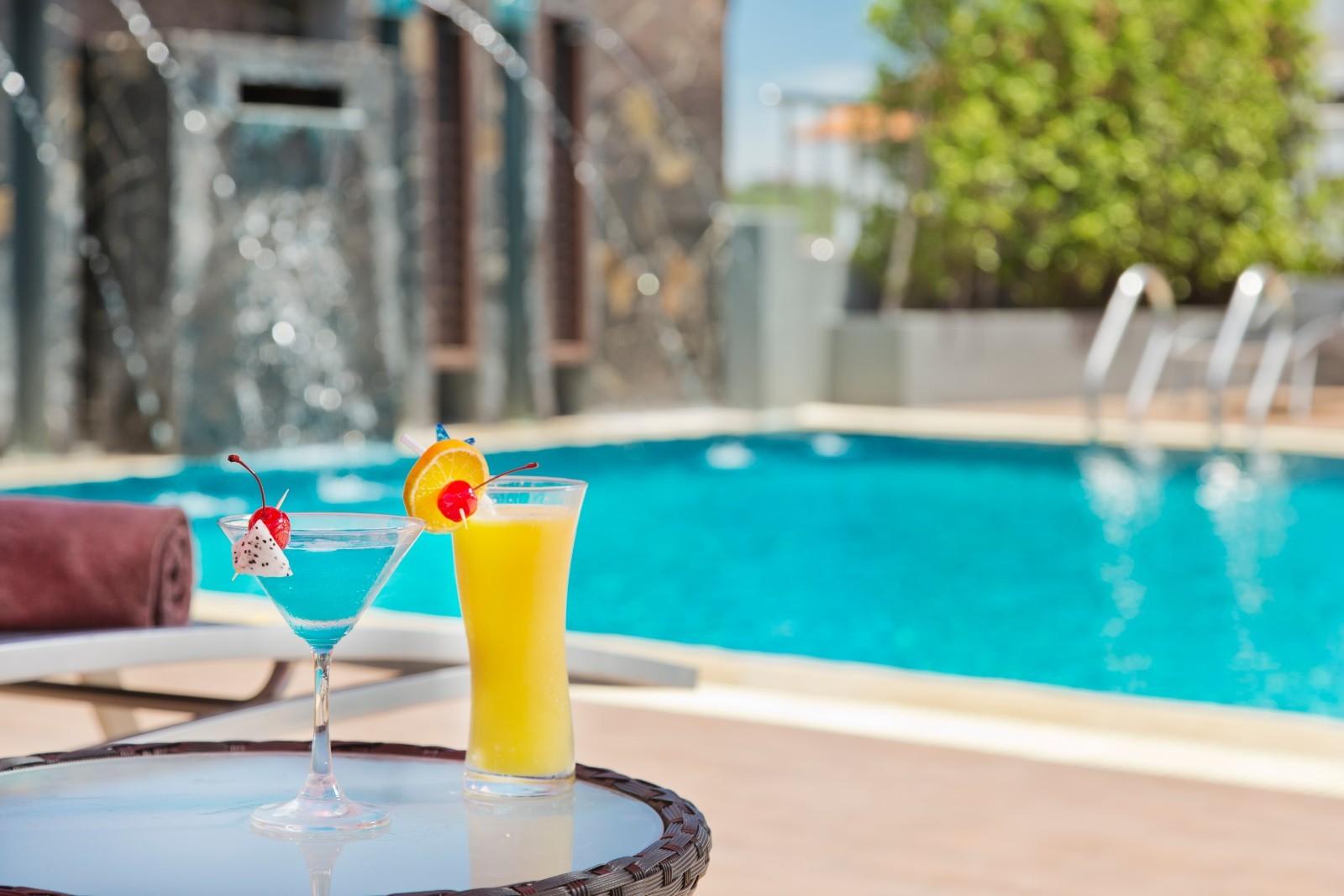 Pool Drink IV.jpg