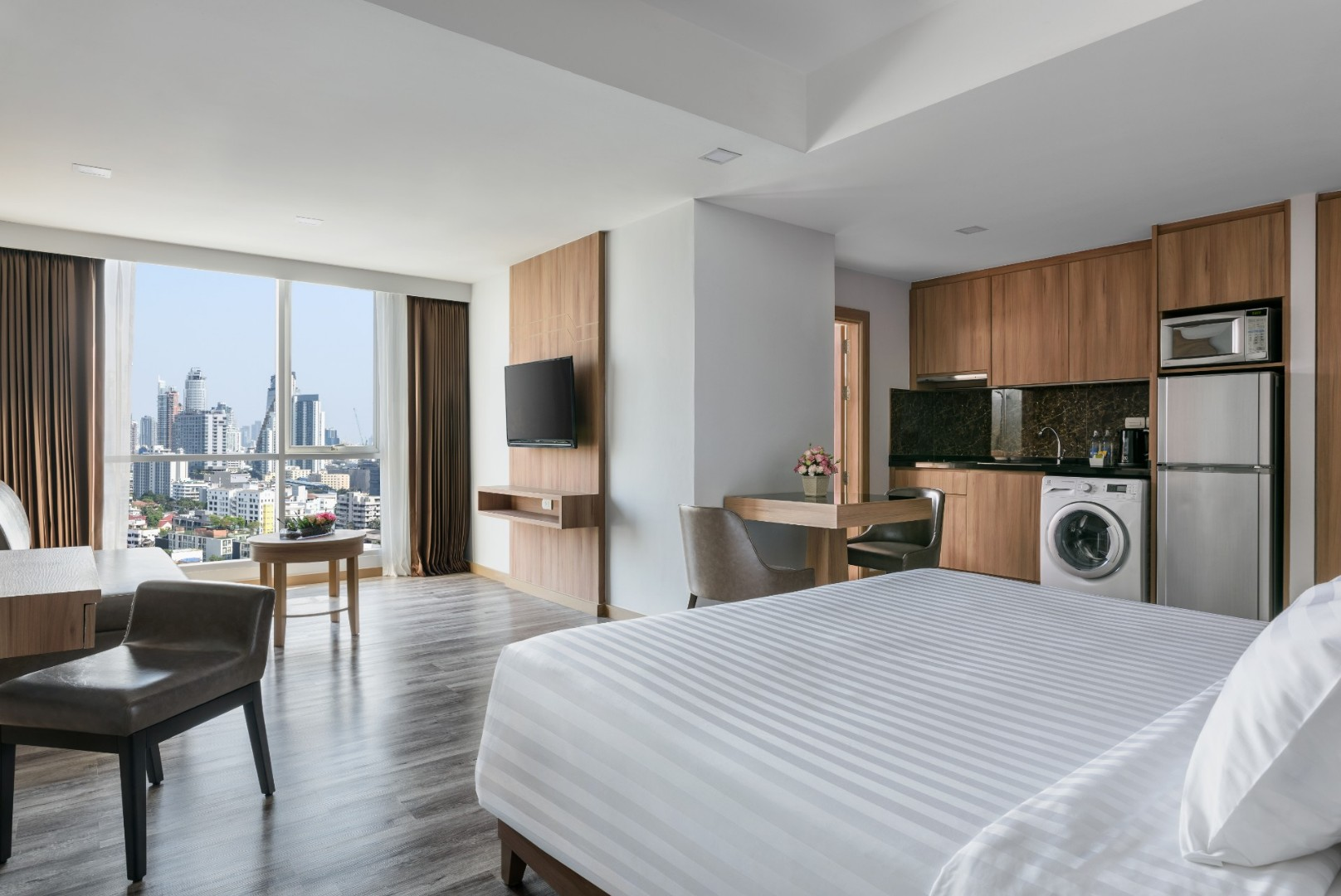 Adelphi Grande Sukhumvit Hotel - Deluxe Suite A-08.jpg