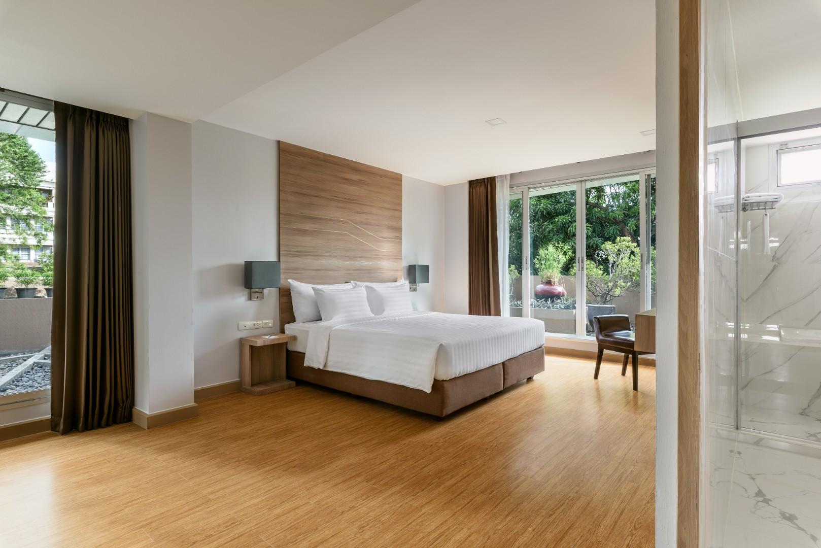 201907 Adelphi Grande Sukhumvit Hotel - Room 403 Bedroom.jpg