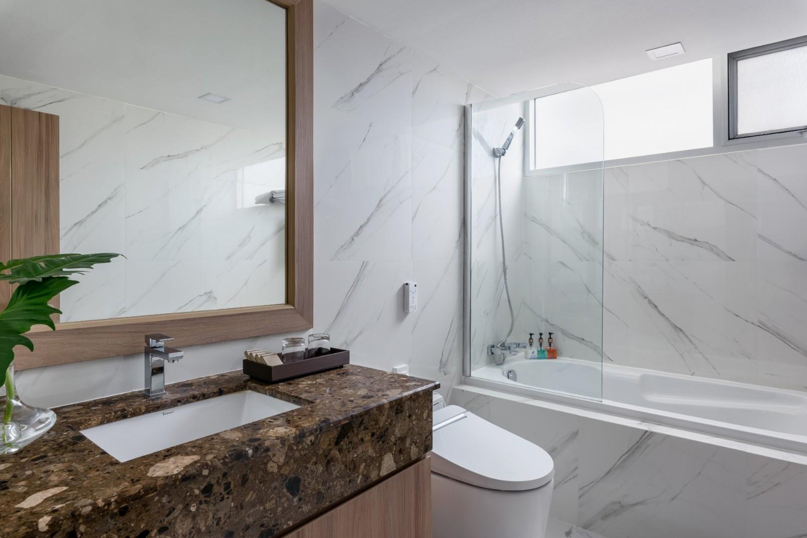 Adelphi Grande Sukhumvit Hotel - Deluxe Suite Bathroom.jpg