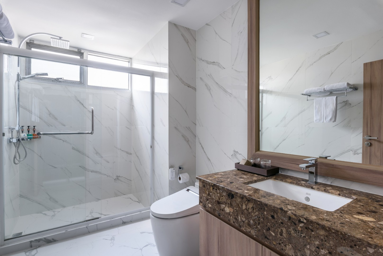 Adelphi Grande Sukhumvit Hotel - Deluxe Studio Bathroom-03.jpg